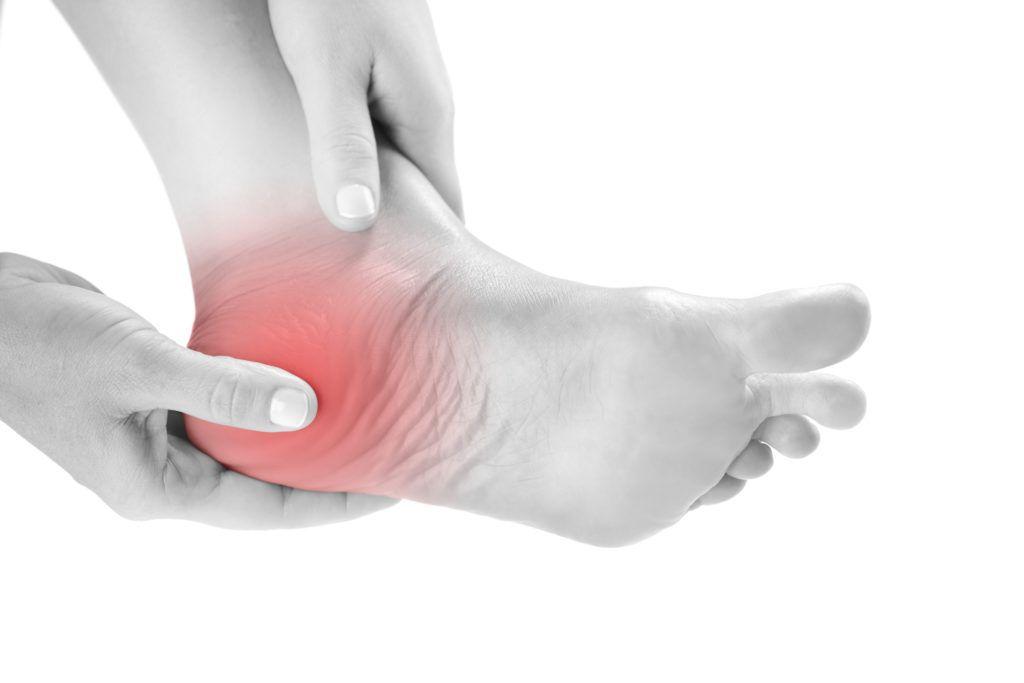 Что делать если болят пятки и больно ступать на ногу