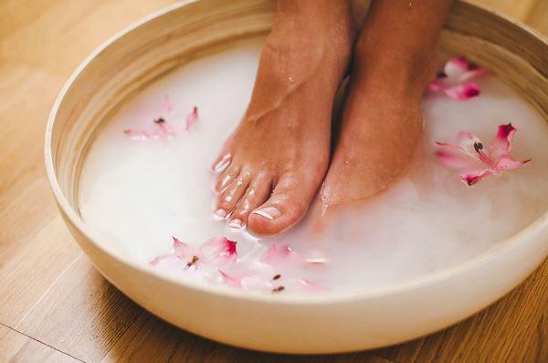 Что делать если болят ноги у девушек