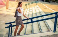 Болят колени при подъеме по лестнице? С чем это связанно?