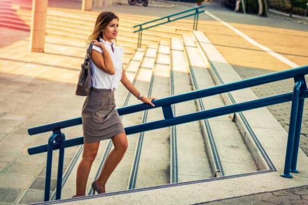 Болят колени при ходьбе по лестнице