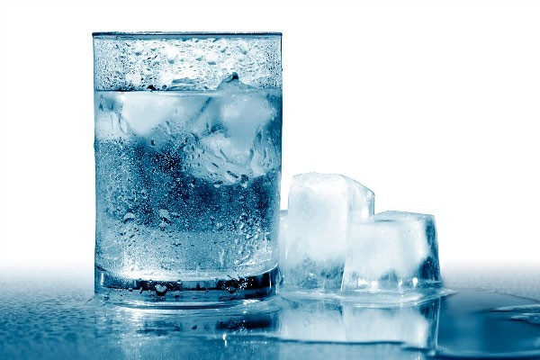 Чистая талая вода
