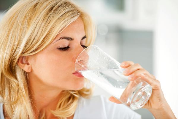 Выпивайте стакан воды