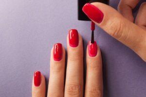 Правильное нанесение лака для ногтей