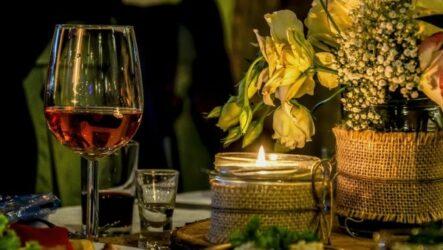 Семейная традиция — знакомиться со своими избранниками на чужих свадьбах
